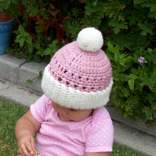 Cupcake_hat_taylor_001_resized_smaller_small2