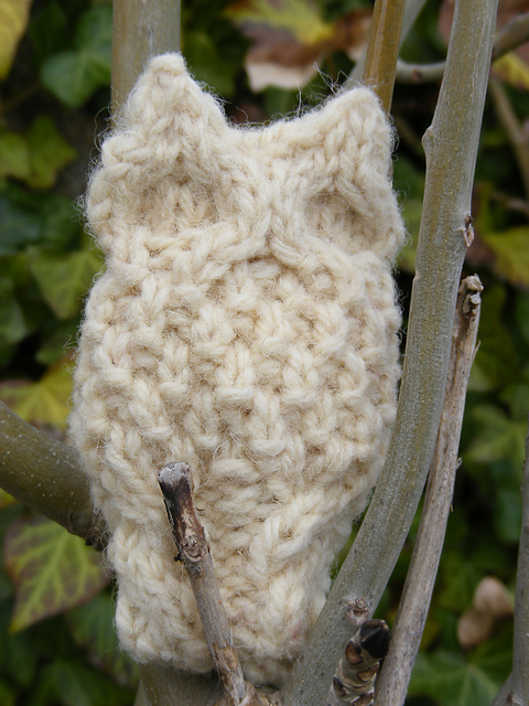 Oison Owl free knitting pattern knit 3d cables flat embellishment applique stuffy animal
