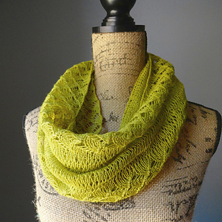 Spring_lace_infinity_scarf_2_small2