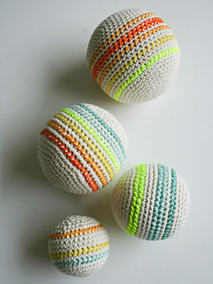Crocheted-balls-600-5_small2
