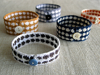 Ln-bracelets-beauty-425-1_small2
