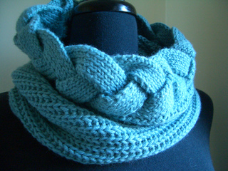 Cabled_cowl_small2