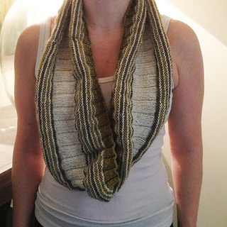 Rach_in_turn_around_cowl_barstein_small2