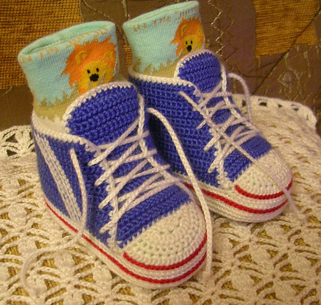 Crochet Baby Sneakers converse vans high tops infant free pattern