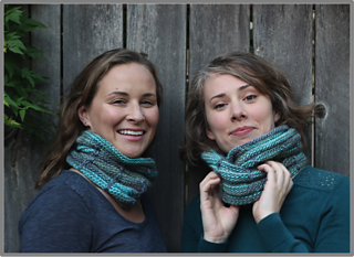 Squeezeboxcowl-border3_small2