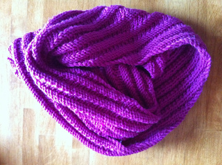 Happy_cowl_fuchsia_small2