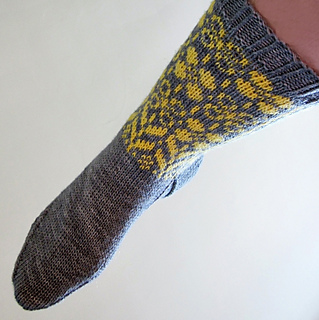 Daffodilly_socks4_small2