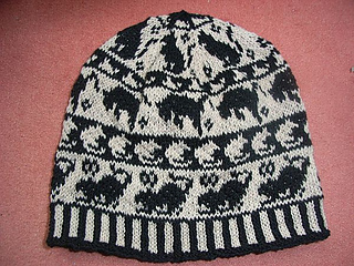 Cat_on_fieldmouse_hunt_beanie2_small2