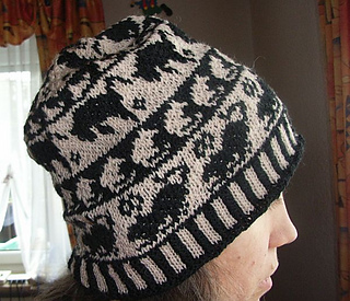 Cat_on_fieldmouse_hunt_beanie5_small2