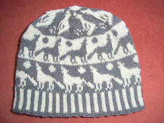Howling_wolves_beanie_small2