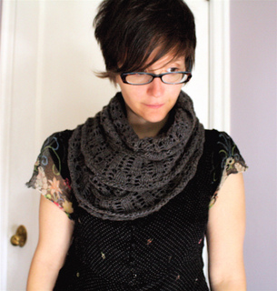 Grey_cowl_4_small2