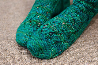 Rushingtidesocksrav-4_small2