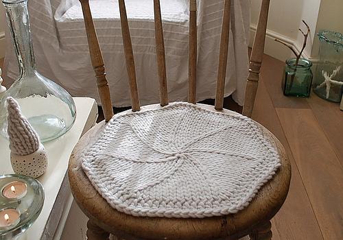 подстилка на стулья вязанные спицами