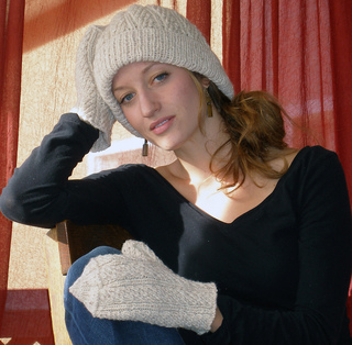 Mamoth_hat_and_mitten_048_small2