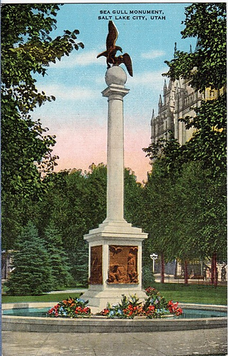 Old_postcard_seagull_monument_medium