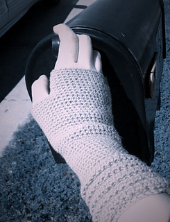 Crochet_welted_mitts_small2