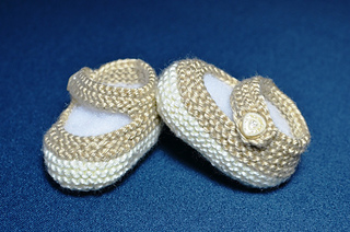 How_to_knit_basic_mary_jane_baby_booties_knit_in_the_round_2_small2