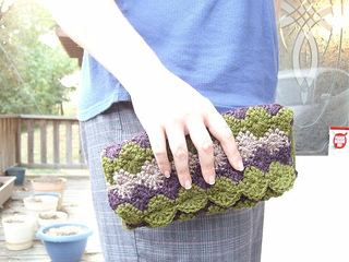Crochet_clutch_small2