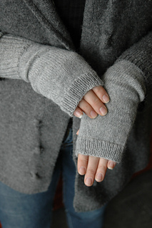 Grey-mitts_small2