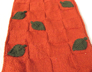 Leaf_detail_on_scarf_from_vogue_knitting_on_the_go_small2