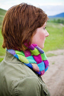 Entrelac_cowl_photo_of_shasta_small2