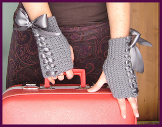 Lace-up_mitts_small2