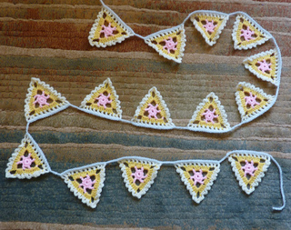 Pretty_lacy_bunting__1__small2