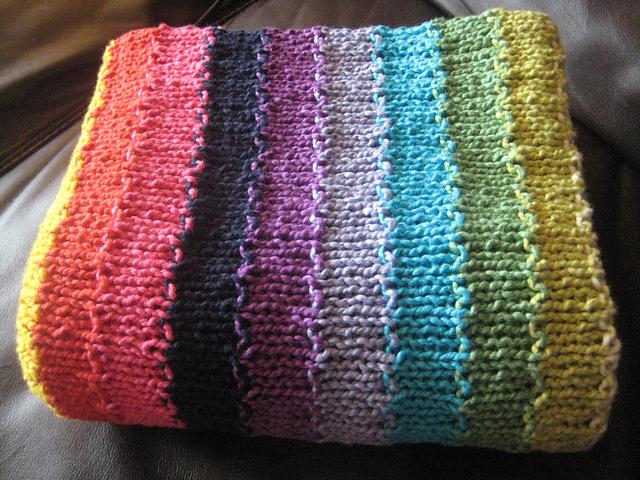 Babydecke stricken mit bunten streifen for Moderne schals stricken